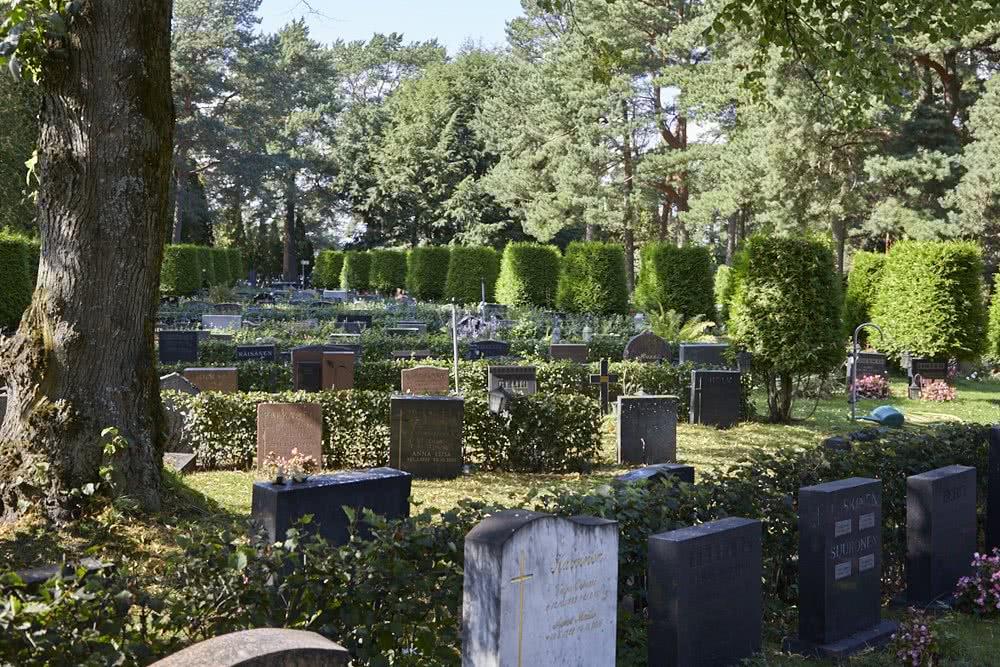 Kesäinen kuva hautausmaalta