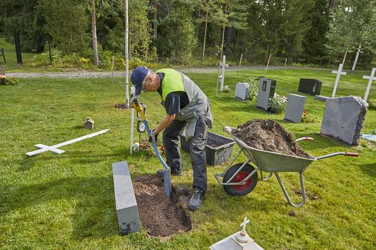 Hautakiven perustaminen asennusta varten